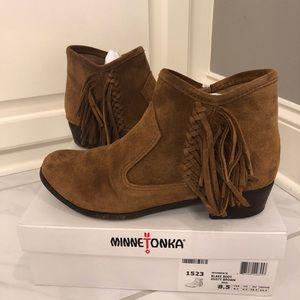 Minnetonka Fringe Blake Boot Dusty Brown Size 8.5
